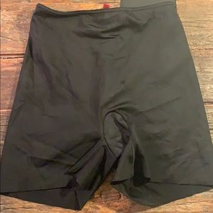 SPANX Black Simplicity Shorts Size Small